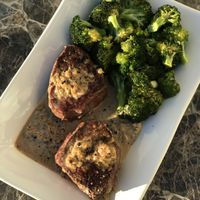 Filet Mignon with Creamy Peppercorn Sauce and Broccoli