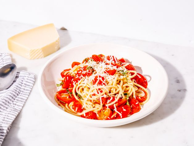 Pasta with Cherry Tomatoes and Basil wide display