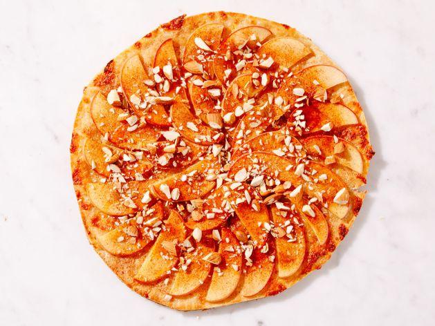 Apple Dessert Pizza wide display