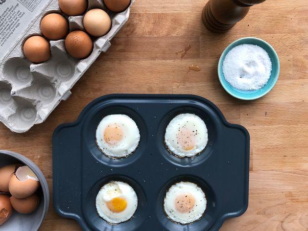 Brava Egg Tray wide display